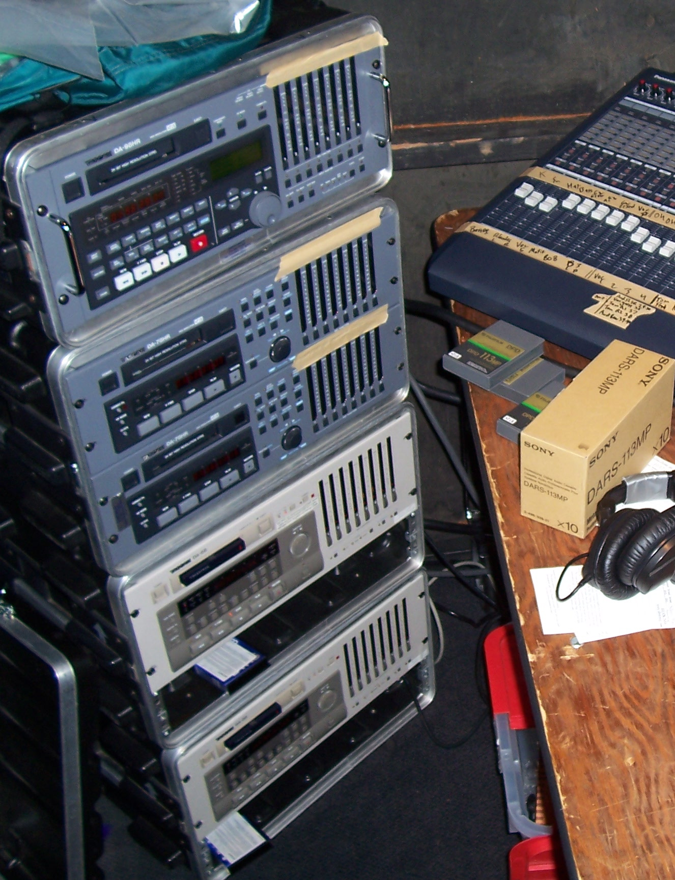 A 40 track DTRS system: DA-98HR, DA-78HR, DA-78HR, DA-88, and DA-88, with tapes